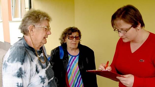Návrat evakuovaných seniorů