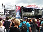 Festival Hrady.CZ, který si oblíbily tisíce fanoušků po celé České republice, zahájil letošní ročník opět na louce pod Točníkem.