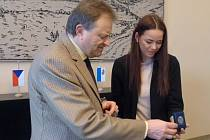 Starosta Berouna přijal držitelku Ceny Thalie Karolinu Gudasovou.