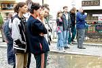 Povodeň před patnácti lety připravila tisíce lidí nejen o domov, ale i o práci. Podnikatelé i obchodníci museli nejprve několik týdnů své obchody i restaurace vyklízet, než je mohli znovu otevřít.Foto: Romana Šimková a archiv deníku