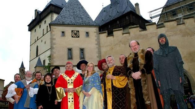 Muzikál Noc na Karlštejně loni slavil úspěch v Dobřichovicích. Letos se bude odehrávat v místě děje.