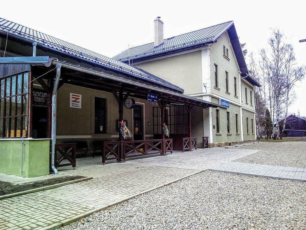 Nádražní budova v Loděnici.