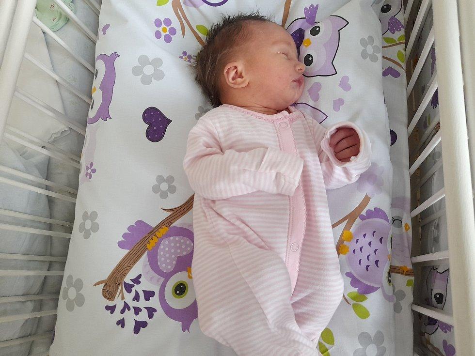 Rebeka Kratochvílová se poprvé na svět podívala 26. července v 9.34 v časlavské porodnici. Vážila 3070 gramů a měřila 49 centimetrů. Doma v Čáslavi se z ní těší maminka Miroslava, tatínek Lukáš a devítiletý bráška Lukáš.