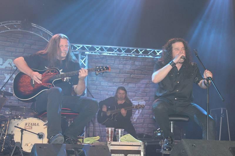 Ve společenském domě Hořovice bylo v pátek a v sobotu rušno. V rámci svého speciálního výročního turné zde vystupovala metalová kapela Arakain.