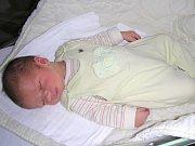 CELÝ po tatínkovi je Matoušek Tláskal, prvorozený syn manželů Michaely a Marka Tláskalových z Karlíka. Matoušek se narodil 1. července 2017 a v ten den mu sestřičky na porodním sále navážily 3,56 kg a naměřily 51 cm.