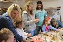 Výroba betlémů v Muzeu berounské keramiky