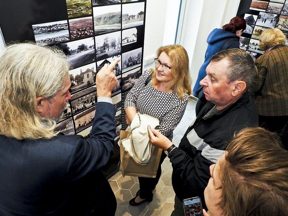 Ze slavnostního otevření tetínského muzeum v roce 2020, kde Lenka Viezanová pracuje.