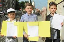 Většina školáků si v pátek odnesla vysvědčení.