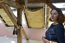 Z rekonstrukce podkrovní části Základní školy v Nižboru.