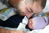 MATYÁŠ JANEČEK se narodil 15. srpna ve 3:18. Vážil 2490 gramů a měřil 46 centimetrů. Domů do Hýskova si ho odveze maminka Lucie a tatínek Jaroslav.