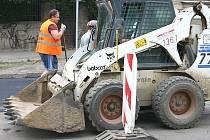 V Berouně končí opravy povrchu silnice v úseku mezi centrem města a křižovatkou  ulice Bratří Nejedlých. Její uzavírka v pondělí ráno končí.