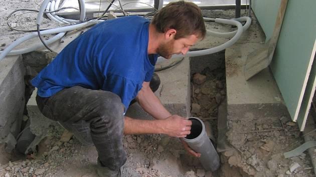 Stavební úpravy v nové kuchyni v Základní škole na Wagnerově náměstí v Berouně nejsou zdaleka u konce.