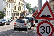 Oprava hlavního silničního tahu přes Beroun pokračuje druhou etapou