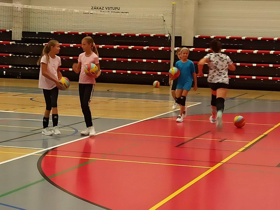 Z volejbalového tréninku dětí.