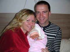 NOVOPEČENÍ rodiče Lucie Hatinová a Martin Škrlant chovají v náručí dcerku Klárku, která přišla na svět 14. září 2016. Klárce sestřičky navážily na porodním sále 2,83 kg a naměřily 48 cm. Rodina má domov v Žebráku.