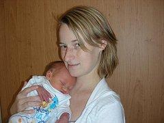 Prvorozený synek Adam Bartoš se narodil ve čtvrtek 24. listopadu 27 minut po 12. hodině rodičům Lucii Boháčové a Petrovi Bartošovi z Králova Dvora. Adámek vážil po porodu 2,95 kg a měřil 49 cm.