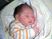 Velkou radost má tříletý Tobiášek z Hořovic, kterému rodiče Alena a Pavel Kramaříkovi pořídili sestřičku Magdalénu. Majdalenka Kramaříková se prvně koukla na svět 19. ledna 2014 a vážila na 2,68 kg.