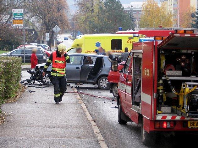 Nehoda policistů zablokovala berounskou Tyršovu ulici