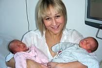 Dvojnásobnou radost mají rodiče Martina Macourková a Pavel Dolanský z Berouna, kterým se 29. října narodila dvojčátka, Adéla a Alžběta. Adélka se narodila jako první, vážila 1,91 kg a měřila 43 cm. Alžbětky porodní míry byly 1,85 kg a 43 cm.