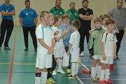 Při fotbalovém turnaji v hořovické hale viděli diváci plno zajímavých soubojů.