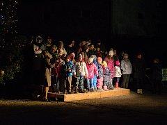 S Česko zpívá koledy si zazpívali i obyvatelé Lochovic.