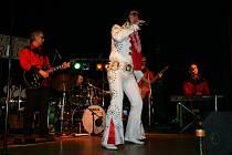 Obyvatelé Berouna si osmý městský bál vychutnali za doprovodu hudební skupiny Elvis Presley Revival Band