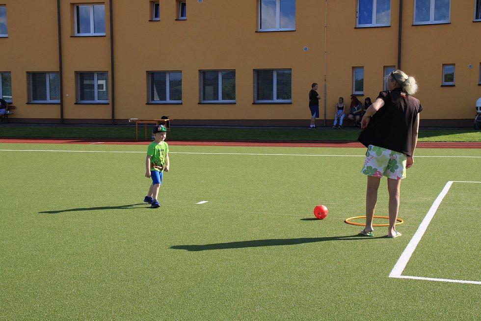 Ze Dne otevřených dveří a sportovního dne v ZŠ Broumy.
