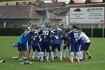 Komárovští fotbalisté slavili po výhře nad druhým týmem tabulky postup do krajského přeboru.
