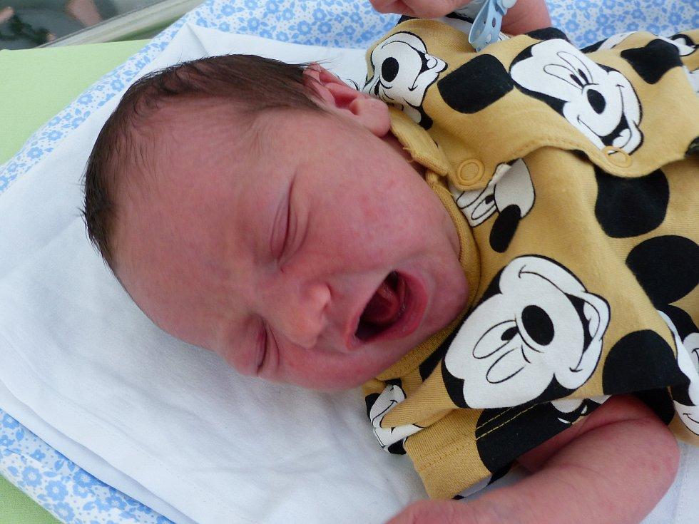 Matyáš Novák se narodil 24. července 2021 v kolínské porodnici, vážil 3220 g a měřil 49 cm. V Cerhenicích ho přivítal bráška Marek (2.5) a rodiče Markéta a Jaroslav.