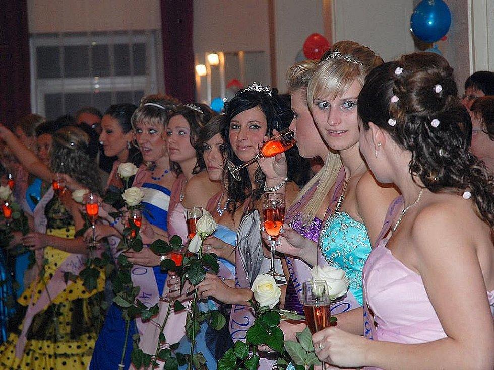 Maturitní ples berounské školy cestovního ruchu