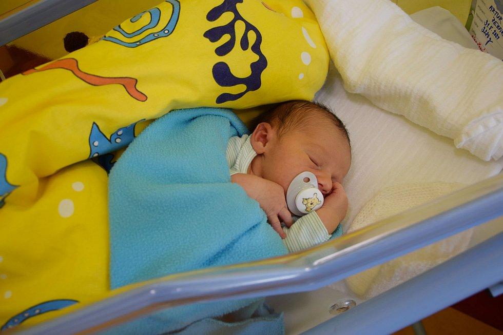 Artur Rezák se manželům Olze a Lukášovi narodil v benešovské nemocnici 31. května 2021 ve 23.00 hodin, vážil 3280 gramů. Rodina bydlí v Říčanech.