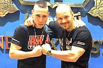 Jakub Stelšovský (vlevo) se připravuje nyní v Thajsku.