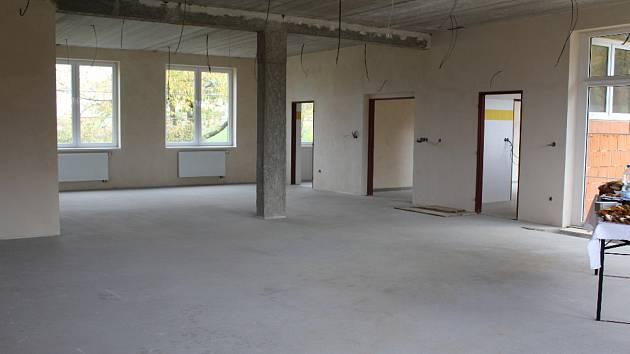 V Novém Jáchymově slavnostně ukončili druhou etapu výstavby mateřské školy.