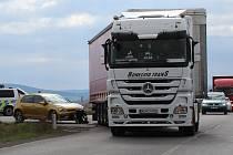 Dopravní nehoda na sjezdu z dálnice D5 v Žebráku.