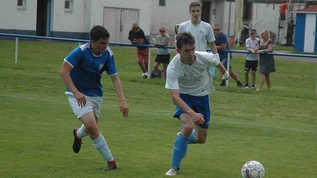 Mladší dorostenci Hořovicka (v bílém) si poradili s jihočeským týmem.