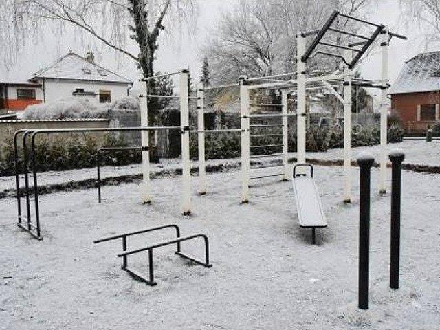 Workoutové hřiště v Králově Dvoře.
