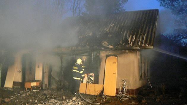 V osadě Zábranská v katastru Vráže hořela rekreační chata