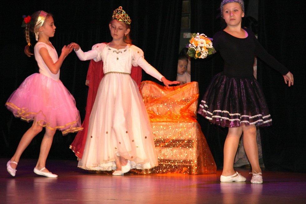 Závěrečné baletní vystoupení tanečnic ze Základní umělecké školy V. Talicha