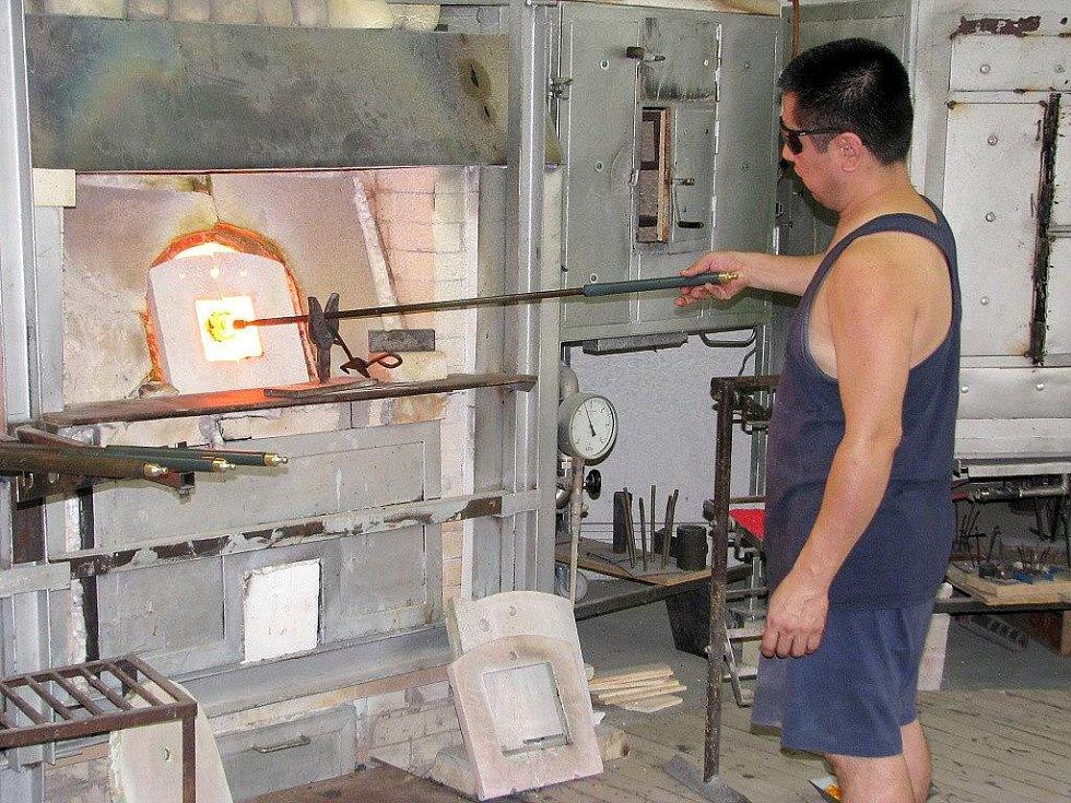 Nenačovičtí skláři se podíleli na výrobě skleněných bloků pro rekonstrukci památníku Indiry Ghandiové.
