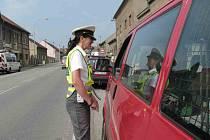 Policisté upozorňují řidiče, aby ve vozech nenechávali věci