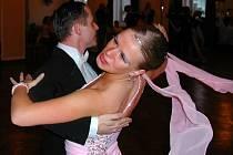 Taneční páry se na soutěži utkají ve standardních i latinsko – amerických tancích