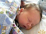 PĚKNÝMI porodními mírami 4 kg a 51 cm, se mohl po narození 26. března 2018 pochlubit Vašík Stupka z Vižiny. Z Vašíka se radují maminka Lucka, tatínek Tomáš a dvouletá sestřička Anička. Foto: Rodina