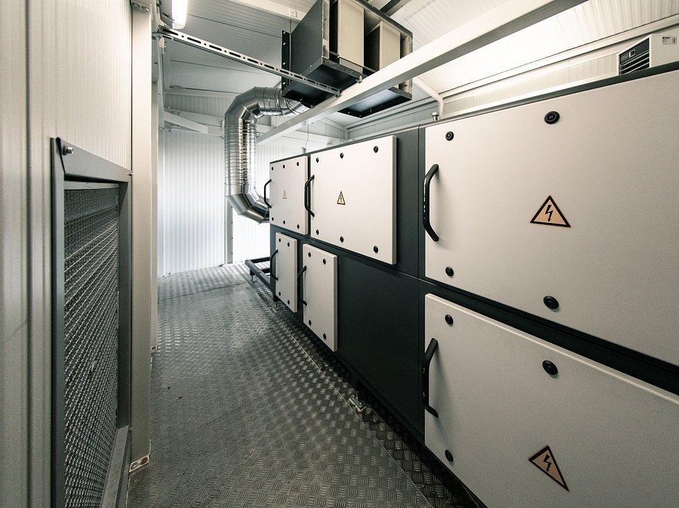 Z areálu společnosti Vafo Praha působící v Chrášťanech na Praze-západ. Na snímku hlavní skříň plazmové technologie Riedel Colplas.