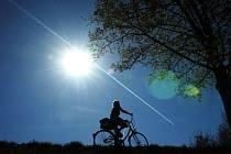Vysoké finanční postihy za zranění při pádu z kola, které spousta příznivců cyklistiky odsuzovala,  už cyklistům nehrozí. - Ilustrační foto.