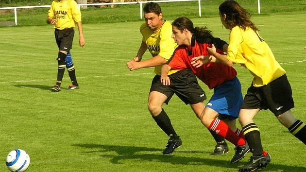 Fotbalisté Karlštejna měli po většinu utkání výraznou převahu a nakonec zaslouženě vyhráli.