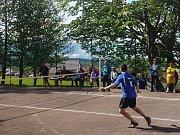 V 5. kola duelu Kleštěnice - Hořovice hostující Dendys (v modrém) ovládl singl a nasměroval tak hosty k vítězství.
