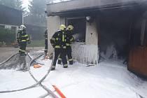 Požár garáže v Rudné.