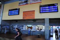Vlakové nádraží v Berouně v době slavnostního zahájení rekonstrukce nádražních budov.