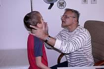 Lukáše Kůse pediatr Vladimír Kasl důkladně prohlédl. Verdikt byl jednoznačný: Chřipka.
