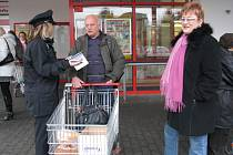 Policie se snažila zjistit, co si veřejnost myslí o její práci